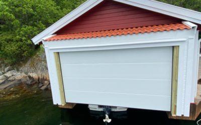 Kan jeg ha en leddport i båthuset mitt?